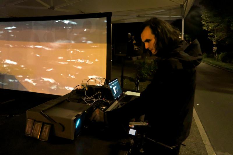 Audiovisuelle Performance von Gregor Dys / LeOff: Im Fluss