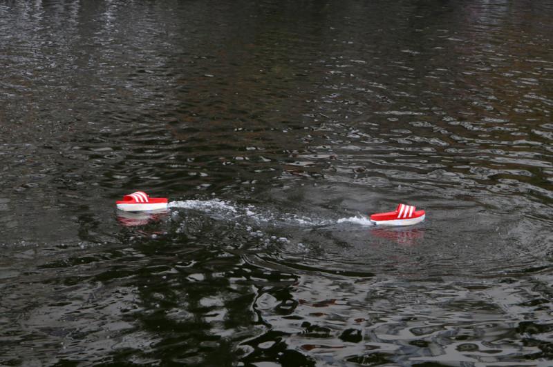 Aktion von Ingo Gerken WALKING ON WATER