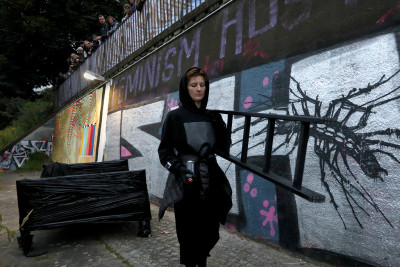 Performative Aktion von Natalia Korotyaeva + Alessandro Rauschmann / NK+AR: TRILLO